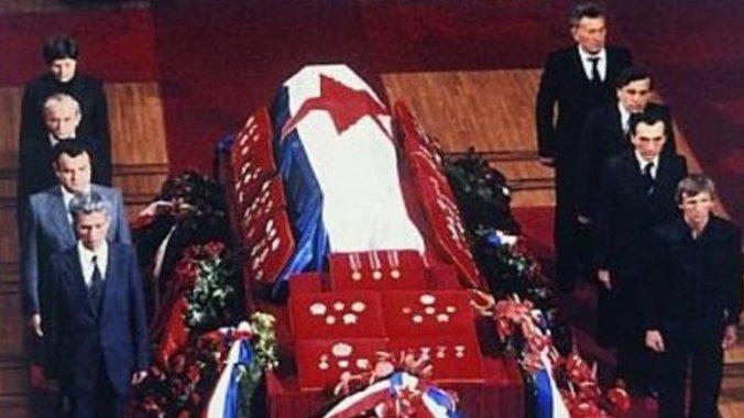pink.rs   Da li ste znali da je Titova sahrana NAJPOSEĆENIJA SAHRANA nekog  državnika u istoriji, a da je njen prenos DRUGI NAJGLEDANIJI DOGAĐAJ 20.  veka? (VIDEO)
