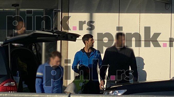 Pink Rs Ekskluzivni Paparaco Novak đokovic Sa Porodicom Stigao U Srbiju Prvi Put Posle Osvojenog Grend Slema Video