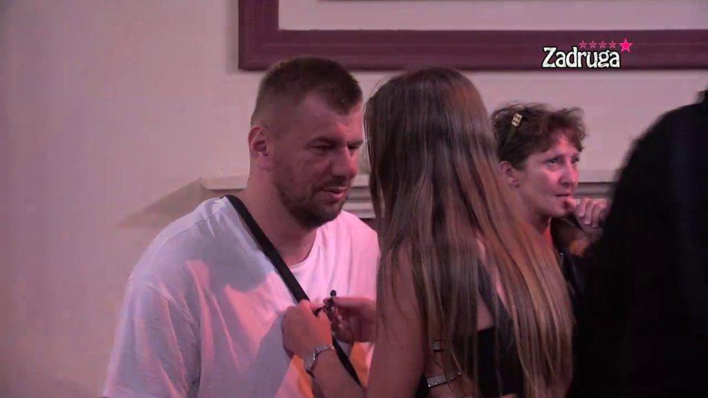 DA LI JE POKLELAO?! Nakon jurenja Marijane i Irme, Janjuš se vratio kod Nevene, pa joj uputio ovakav kompliment! (VIDEO)